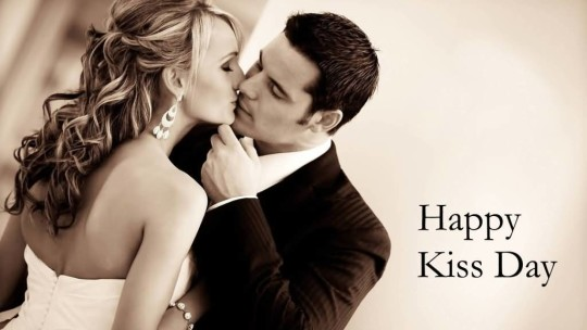 Awesome Happy Kiss Day Wallpaper