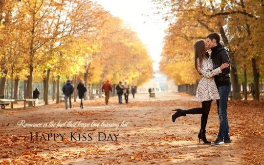 Lovely Happy Kiss Day Wallpaper