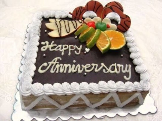 Delicious Cake Anniversary Wishes For Uncle Graphic