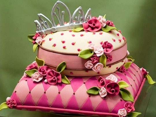 Crown And Pillow Birthday Cake Image